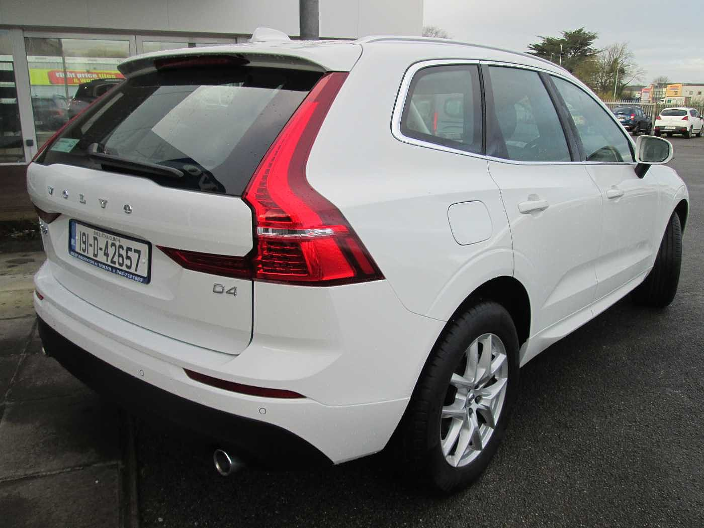 Volvo  D4 FWD Momentum ( Auto, City Safety, heated leather seats)
