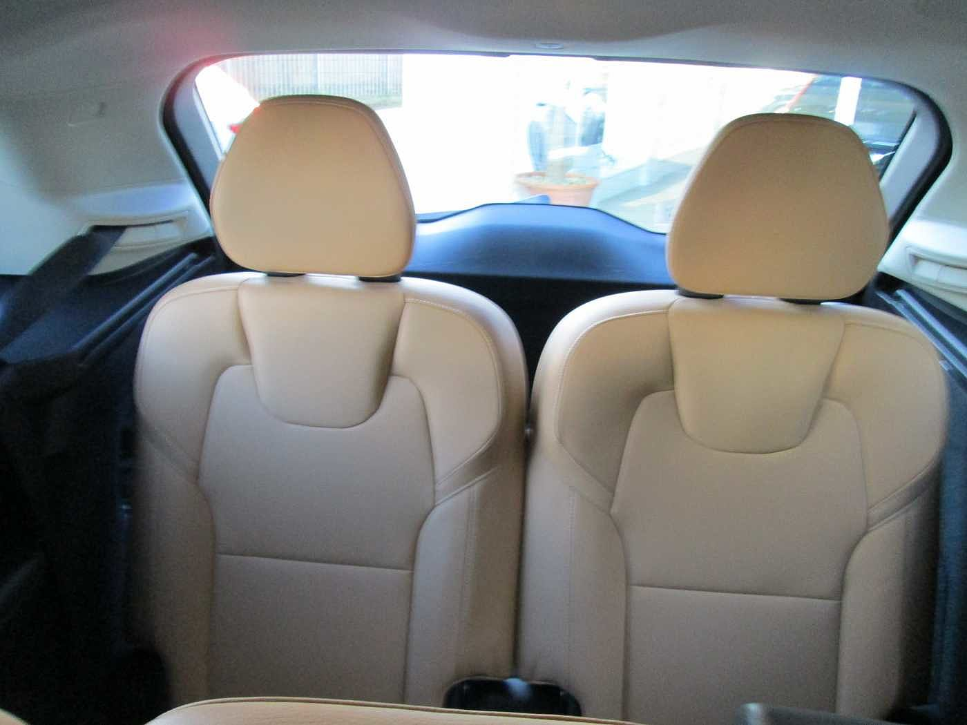 Volvo  D4 MOMENTUM (Heated seats, Integrated Booster Cushion, City Safety)