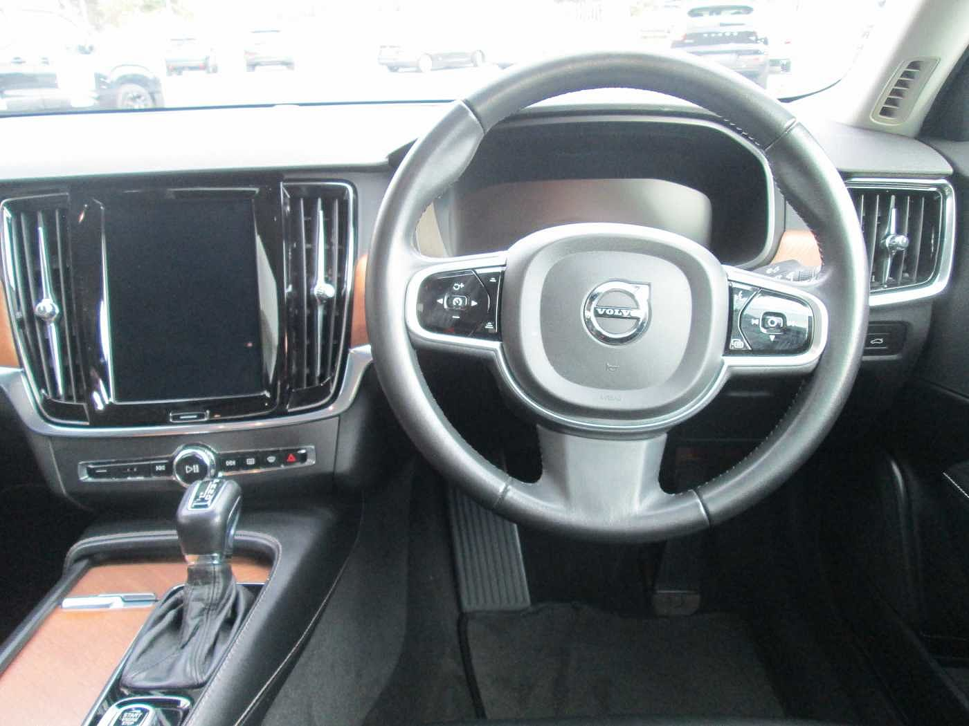 Volvo  D4 Inscription ( Automatic, Adaptive Cruise Control, Leather)