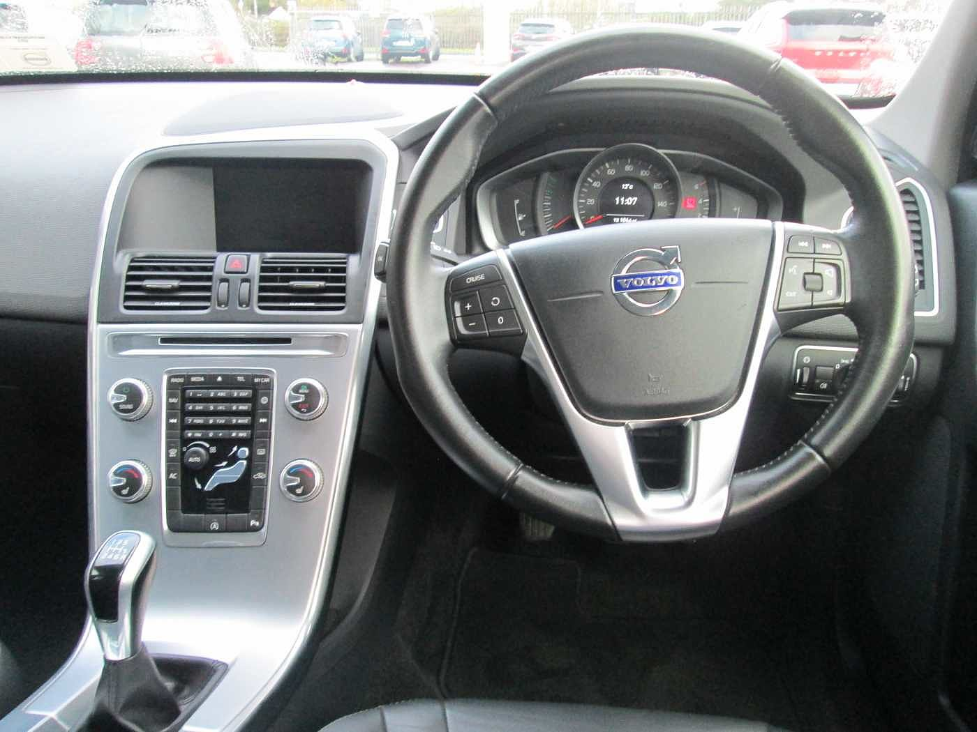 Volvo  D4 SE  Manual (Sat Nav City Safety, Heated Seats, Leather Seats)
