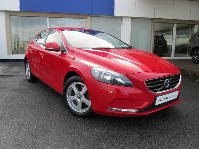 Volvo V40 D2 Momnetum ( Leather Seats, Reversing Camera, City Safety)